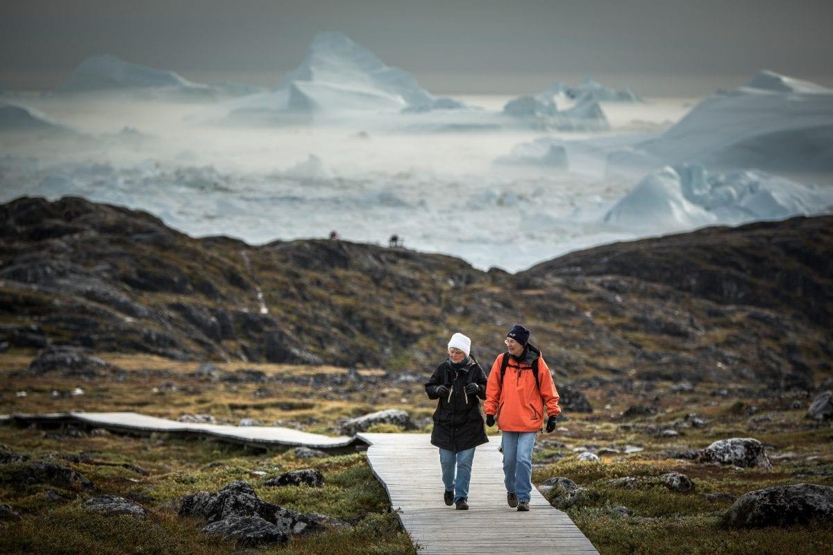 En gåtur på stien til Sermermiut i Ilulissat - Fotograf: Mads Pihl, Visit Greenland
